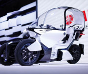 Yamaha working on Tmax-size three-wheeler image